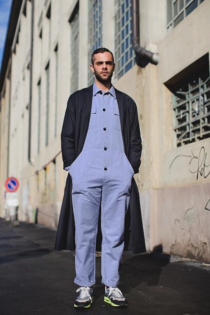 street style shot of fashion journalist Simone Monguzzi